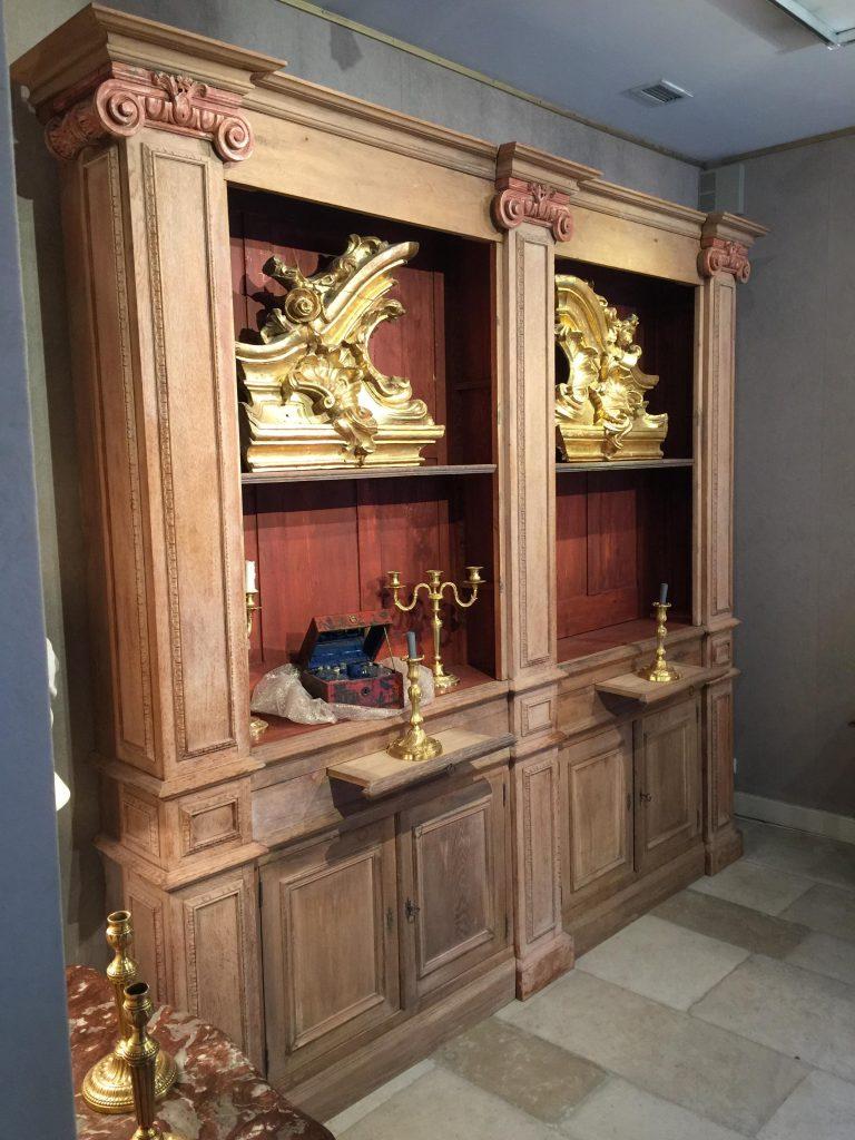 Bibliothèque de style Louis XVI-Directoire en chêne.