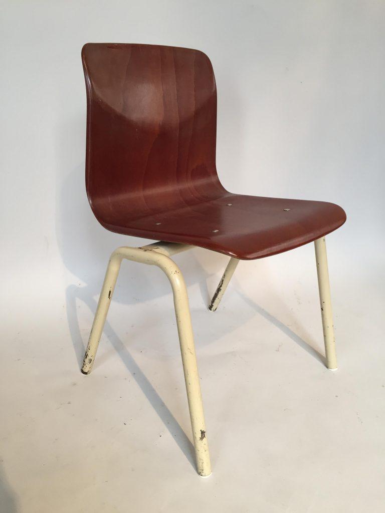 Chaise d'enfant des années 1970.