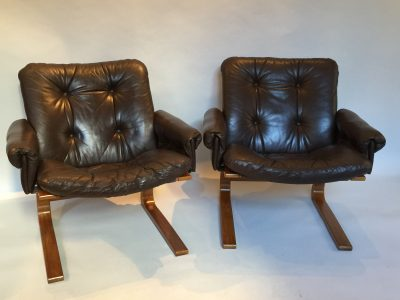 Paire de fauteuil des années 1970 signé RYKKEN. Co.