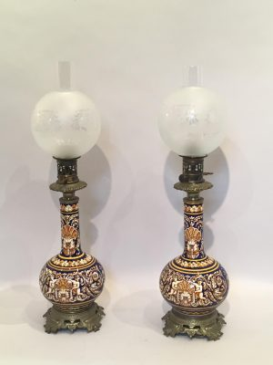 Paire de lampe à pétrole de la manufacture de Gien.