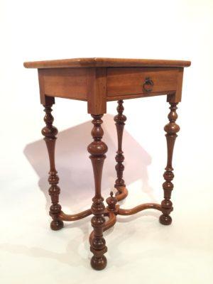 Table d'appoint de style Louis XIV.