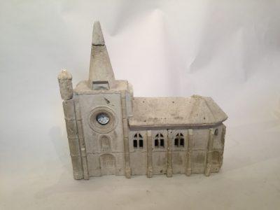 Eglise en pierre/porte montre XIX ème siècle.