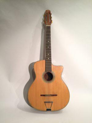 Guitare jazz manouche signé Di Mauro.