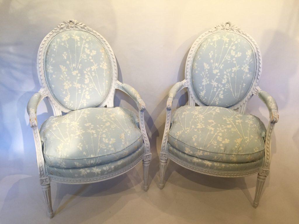 Paire de fauteuils en cabriolet d'époque XVIII ème siècle.