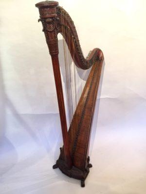 Harpe de la fin XVIII ème – début du XIX ème siècle, signée Renault à Paris.