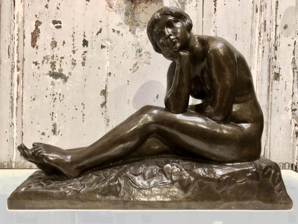 Femme des années 1925 en bronze.
