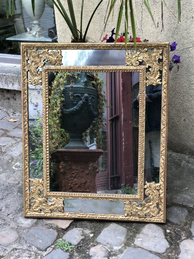 Miroir d'époque Régence en bois doré.