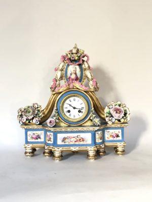 Pendule d'époque Napoleon III en porcelaine.
