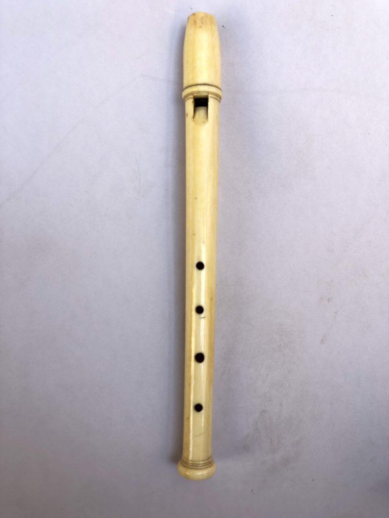 Flûte oiseaux en os d'époque XVIII éme siècle.