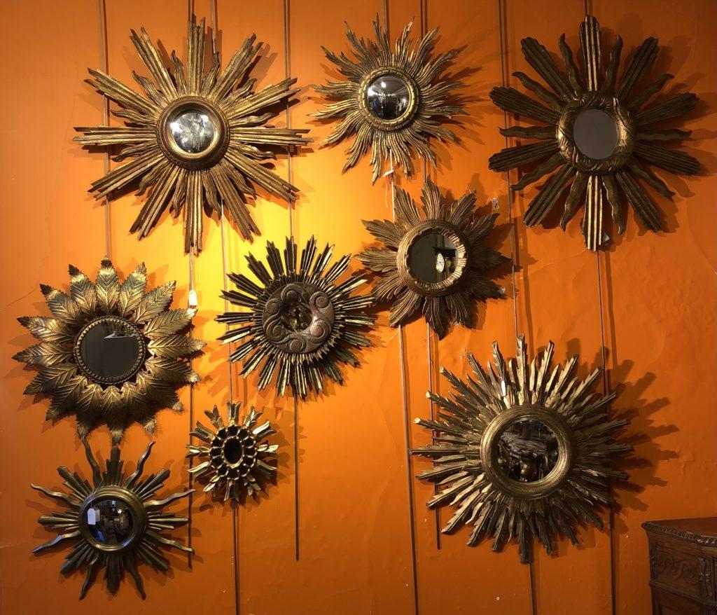 Mur de miroirs soleil.