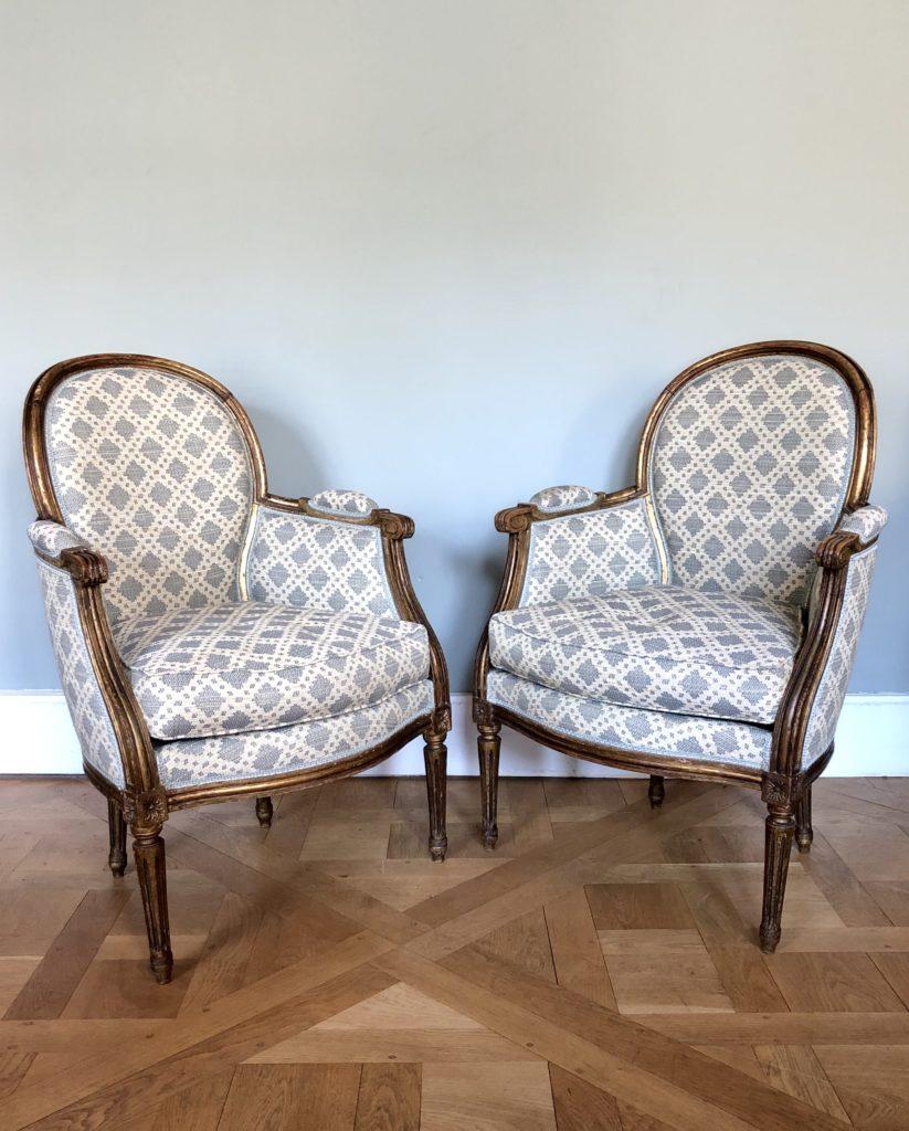 Paire de bergère de style Louis XVI.
