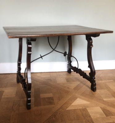 """Table catalane dite """"espagnole"""" du XIX éme siècle."""