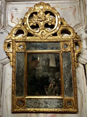 Miroir Régence d'époque en bois doré.
